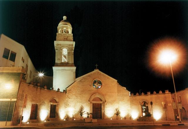 Chiesa Sant'Ambrogio veduta notturna.